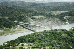 百年桥梁鸟瞰图在巴拿马运河的 免版税图库摄影