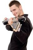 的一个年轻人黑衣裳显示吉他 免版税库存图片