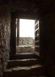 的一间老城堡屋子的门 免版税库存照片