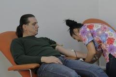 184的义务献血在布加勒斯特Colectiv夜总会火受伤了 图库摄影