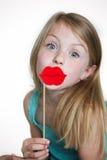 傻的乔装的小女孩 免版税库存图片