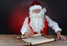 他的做圣诞老人的列表 库存照片