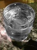 水的冰冷却和刷新 库存图片