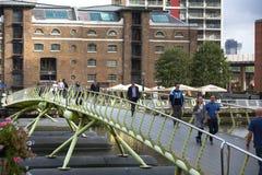 去的办公室工作者工作 黄雀色伦敦码头 免版税库存图片