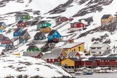 从水的北极村庄的Kangamiut视图在nowh中间 免版税库存图片