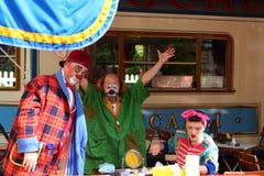 他们的咖啡休息的小丑 免版税库存照片