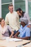 的商人微笑的队开会议 免版税库存图片