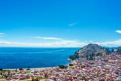 的喀喀湖和科帕卡巴纳,玻利维亚 图库摄影