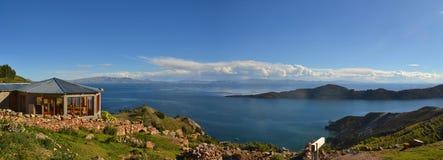 的喀喀湖看法在玻利维亚和秘鲁之间的 免版税库存照片