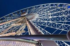 的夜视图弗累斯大转轮格但斯克的市中心 免版税库存图片