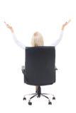 的女商人坐在办公室椅子和celebrat的后面观点 库存图片