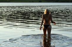 去的女孩游泳 图库摄影