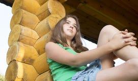 13年的女孩的画象。 免版税图库摄影
