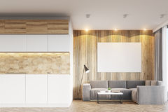 轻的木客厅和厨房 免版税库存照片