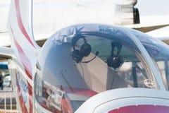轻的欧洲之星双座推进器航空器 免版税库存照片