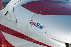 轻的欧洲之星双座推进器航空器 免版税库存图片
