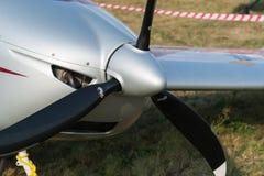 轻的欧洲之星双座涡轮螺旋桨发动机航空器 免版税库存照片