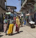 他们的每日定期活动的人们几乎未改变地在超过四百年 哈勒尔 埃塞俄比亚 免版税图库摄影