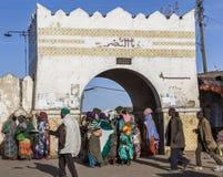 他们的每日定期活动的人们几乎未改变地在超过四百年 哈勒尔 埃塞俄比亚 库存照片