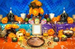 死的法坛& x28的墨西哥天; Dia de Muertos& x29; 免版税库存图片