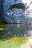 死的狮子纪念碑在卢赛恩瑞士 库存图片