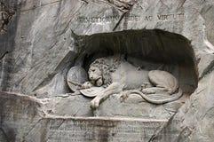 死的狮子雕象在卢赛恩 免版税库存照片