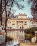 水的王宫在Lazienki公园 免版税库存照片