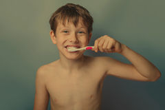 10年的男孩欧洲出现赤裸 库存照片