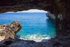 从洞的看法在海角格雷科,塞浦路斯 库存照片