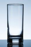 水的空的玻璃在桌上 免版税库存照片