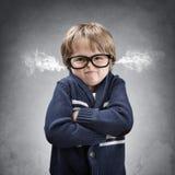从他的耳朵的生气和恼怒的男孩通风口蒸汽 免版税库存图片