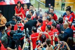 他的胜利游行的在新加坡附近的约瑟夫教育,新加坡的第一名奥林匹克金牌获得者 2016年8月18日 免版税库存照片