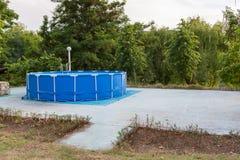 的蓝色区域可膨胀的水池 复制空间 库存照片
