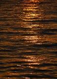 水的表面在日落的 免版税库存照片