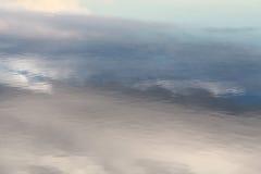 水的表面的背景 免版税库存图片