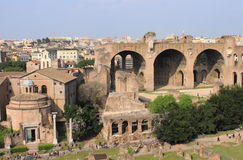 贞洁的议院和Maxentius大教堂  免版税库存图片