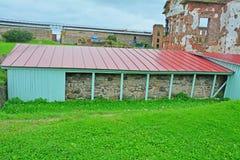 1352的诺夫哥罗德设防的片段在Shlisselburg,俄罗斯附近的堡垒Oreshek 库存图片