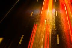 轻的路线索 在路拍的长的曝光照片 免版税图库摄影