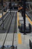 轻的路轨的火车站 免版税图库摄影