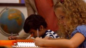 类的逗人喜爱的孩子在学校 影视素材