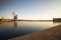 的里雅斯特港的起重机  免版税库存图片