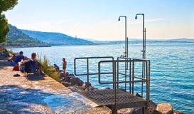 的里雅斯特,意大利, Barcola自由海滩美丽的景色,沐浴sp 库存照片