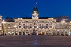 的里雅斯特,意大利-广场Unitàd'Italia在晚上 免版税库存图片
