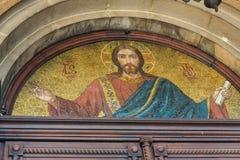 的里雅斯特,意大利- 12月19 :圣迈克尔马赛克塞尔维亚东正教的门面的在的里雅斯特 图库摄影
