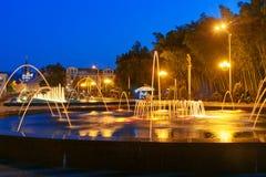轻的音乐喷泉在海滨公园在晚上 巴统,佐治亚 库存图片