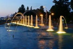 轻的音乐喷泉在海滨公园在晚上 巴统,佐治亚 库存照片