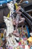 死的骆马在市场上 免版税库存图片