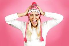 年轻轻的头发女性模型,穿戴在冬天衣物 免版税库存图片