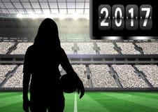 2017年的综合图象与拿着球3D的妇女剪影 免版税图库摄影