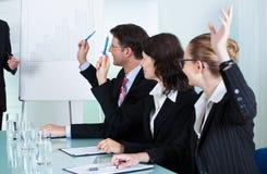给介绍的经理职员 免版税库存图片